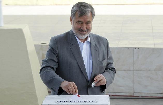 Alejandro Guillier votó en Antofagasta.