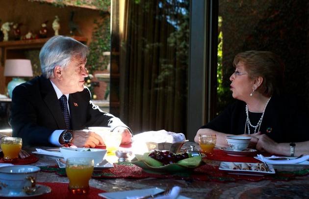 Bachelet fue Piñera para desayunar y hablar del traspaso.