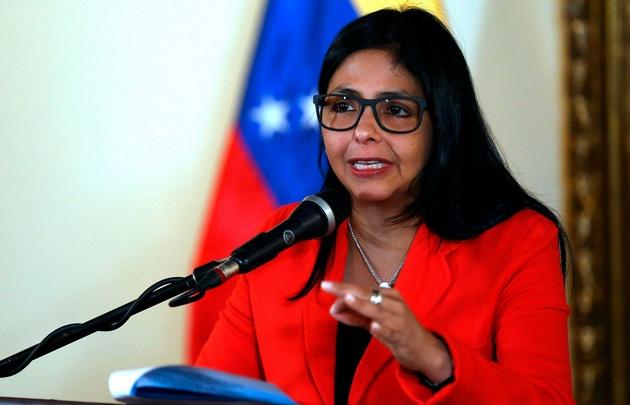 Delcy Rodríguez recibió a 13 de los presos que serán excarcelados. (Archivo)