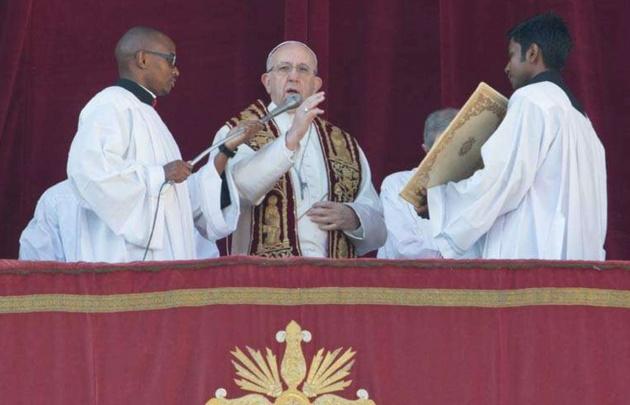 """El Papa Francisco impartió su bendición """"Urbi et Orbi""""."""