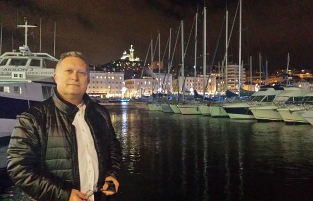 Adrián Cragnolini festeja Año Nuevo en Marsella, Francia.