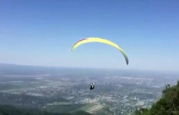 Natalia cayó del parapente a 120 metros de altura (Foto: Captura de video)