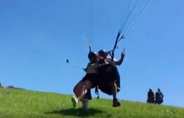 La joven fallecida voló ''sin las perneras'', dijeron desde ''Loma Bola Parapente''.