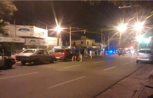 Intercambio de disparos en un control en barrio Los Naranjos.