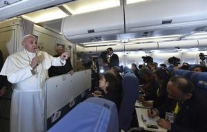 Francisco, en el avión papal.