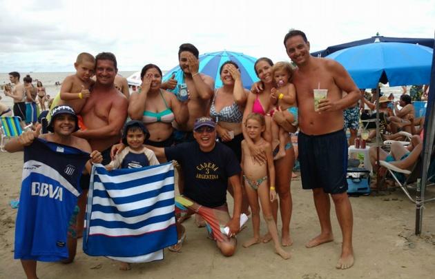 Los cordobeses llevan su pasión a las playas de Camboriú.