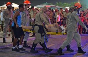 El accidente dejó como resultado un muerto y 14 heridos.