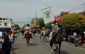 Desfile en Cosquín, a horas del Festival.
