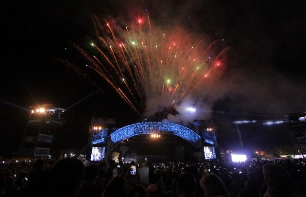Un show de fuegos artificiales abrió la 58º edición del Festival de Cosquín.