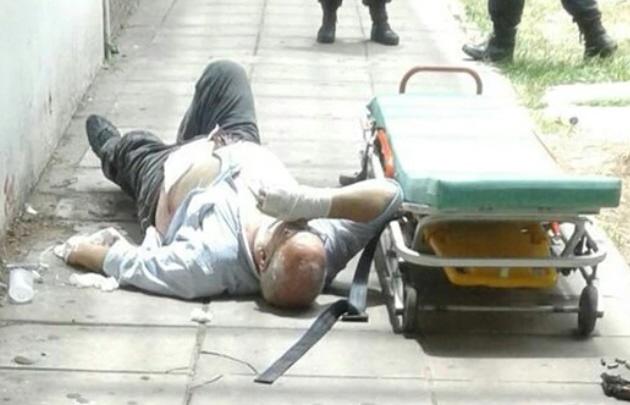 La víctima fue herido después de la discusión en el supermercado (@TroncosoGuille).