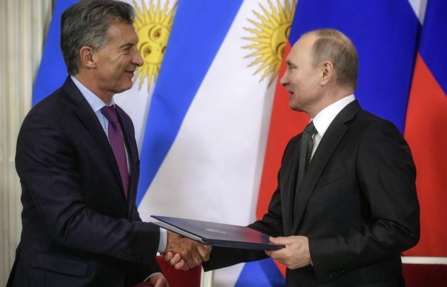 Macri con Putin en Rusia.
