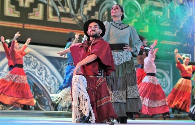 La compañía de danzas Pucará se presentó con el himno de Cosquín.