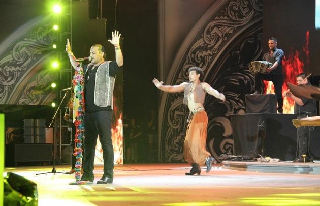 Un ballet acompañó las canciones de Lucio Rojas.