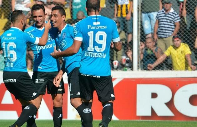Los jugadores de Belgrano celebran el gol de Ramis (Foto: @Belgrano)
