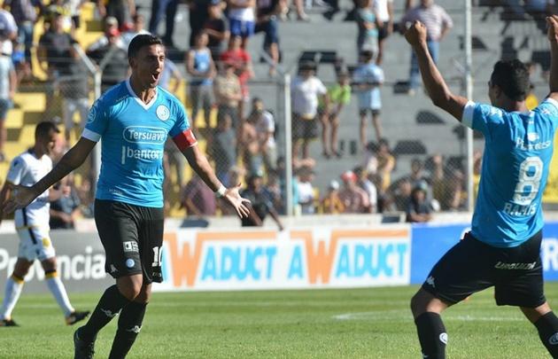 Matías Suárez festejando su gol con Ramis