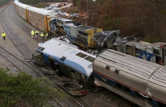 Dos trenes chocaron de frente y dejaron dos muertos en EE.UU. (Foto: The Independent)