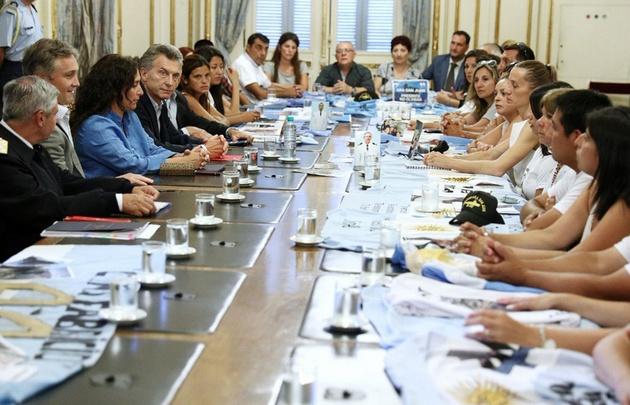 Familiares de las víctimas del Ara San Juan reunidos con Mauricio Macri.
