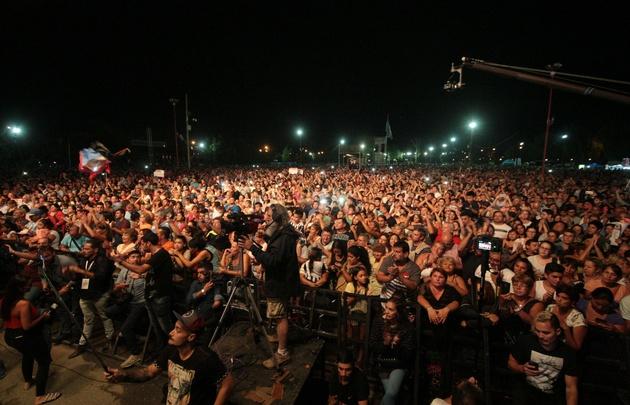 Los Palmeras hicieron bailar a una multitud en el Parque de Asistencia de Carlos Paz.