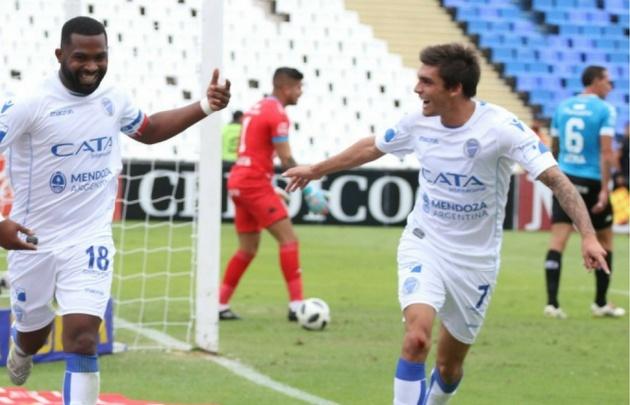 El uruguayo ''Morro'' García festeja el gol del triunfo del ''Tomba''.