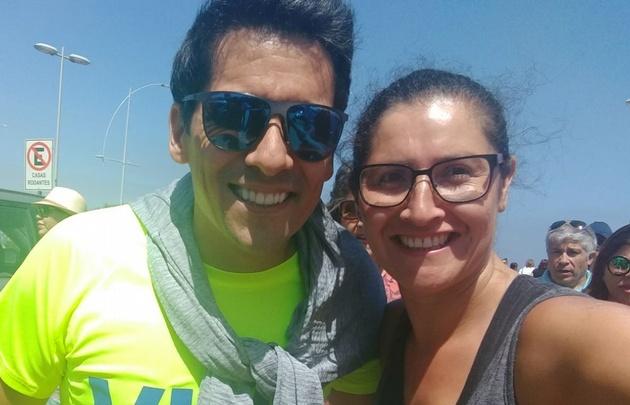Angie Gatica hizo zumba con el presentador de Viña del Mar.