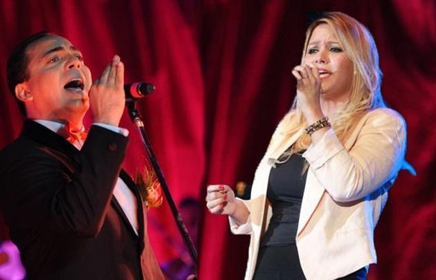 Cristian Castro y Karina, figuras de la velada de apertura.