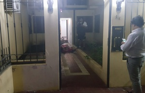 El efectivo policial fue asesinado en el ingreso del edificio.