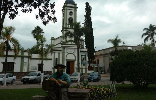 Elisa Zamora en El Carmen, localidad jujeña donde nació Jorge Cafrune.