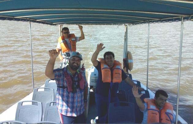 Gonzalo Carrasquera dio un paseo en lancha por la laguna Mar Chiquita.