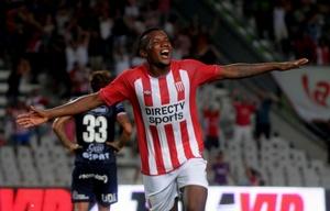 Otero celebra su gol, el segundo del triunfo de Estudiantes.