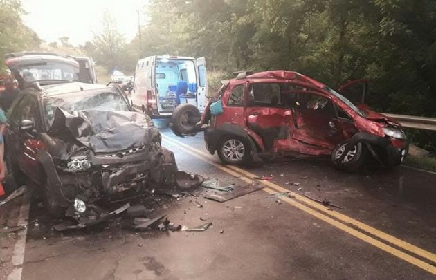 Los vehículos quedaron prácticamente destruidos.