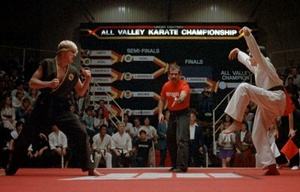 Daniel LaRusso y Johnny Lawrence los protagonistas de Karate Kid.