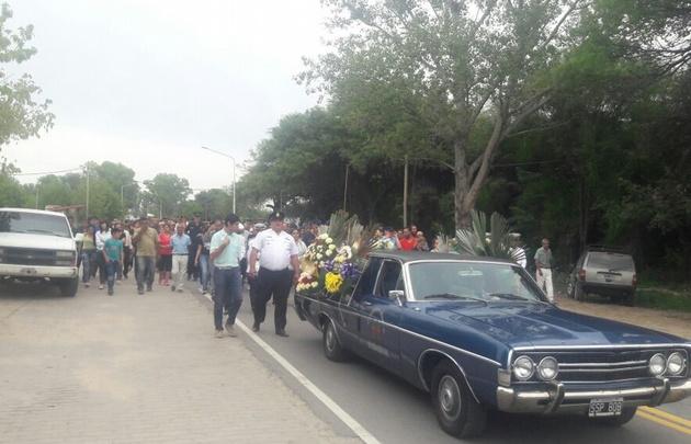Despiden los restos del cabo primero Franco Ferrero en San Carlos Minas.