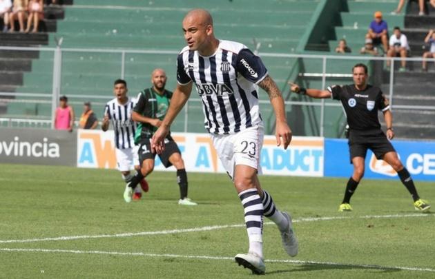 Silva celebra su primer gol con la camiseta de Talleres (Foto: @CATalleresdecba)