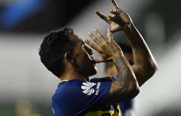Carlos Tevez festeja el gol de la victoria del