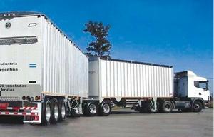 Los bitrenes son camiones con dos acoplados que aumentan la capacidad de carga.