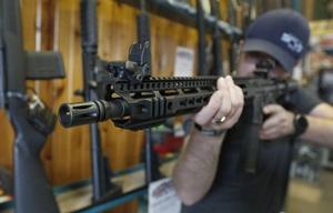 Docentes rechazan la portación de armas en las escuelas de Estados Unidos.