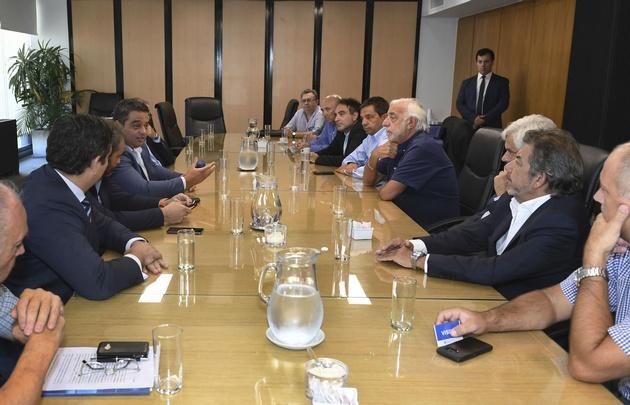 El ministro de Trabajo, junto al secretario del gremio, Roberto Fernández.