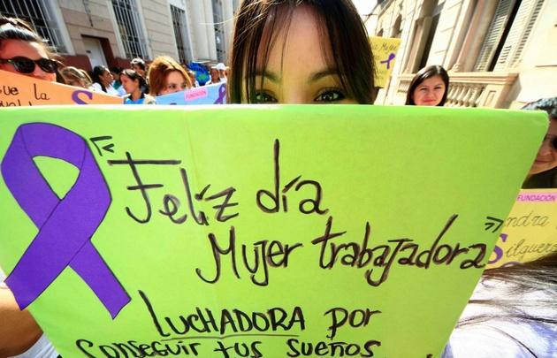 Multitudes marcharon ayer por el Día Internacional de la Mujer.