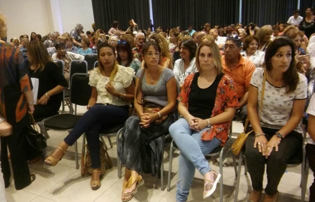 Homenaje a mujeres de tripulantes del Aravena San juan.