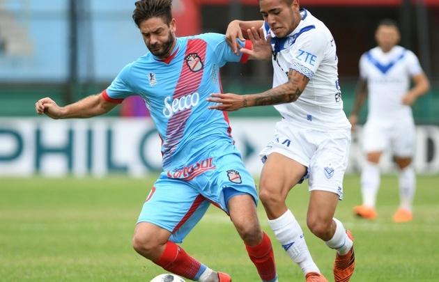 Arsenal y Vélez empataron 1 a 1 en el Viaducto