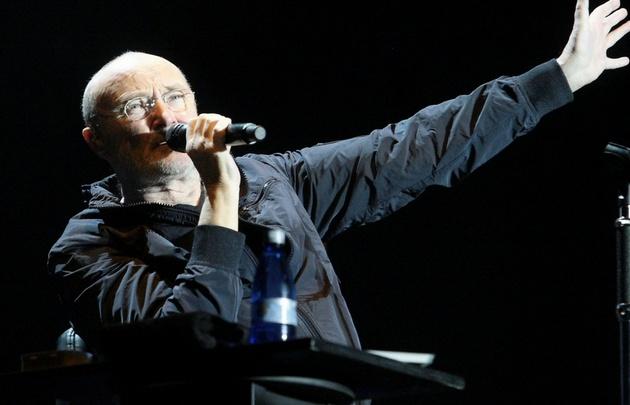 El músico británico conmovió a la multitud con sus hits.