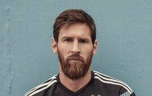 Messi con la nueva remera de la Selección.