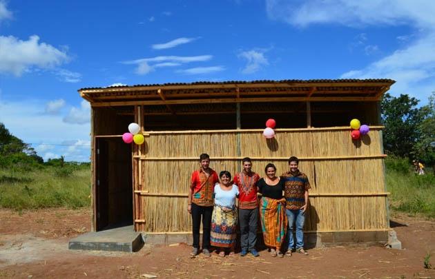 Jóvenes rosarinos construyeron escuelas en Mozambique