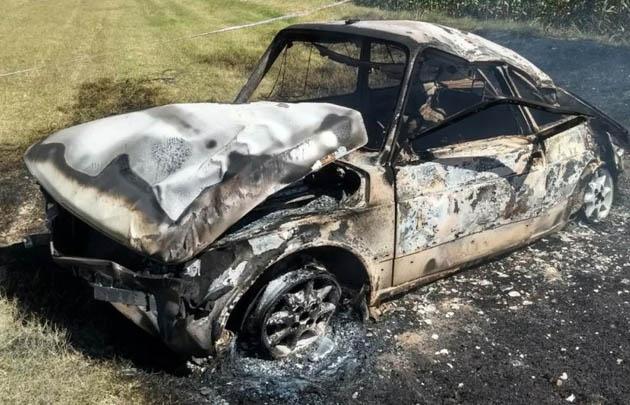 Así quedó el vehículo luego de incendiarse (Foto: Policía)