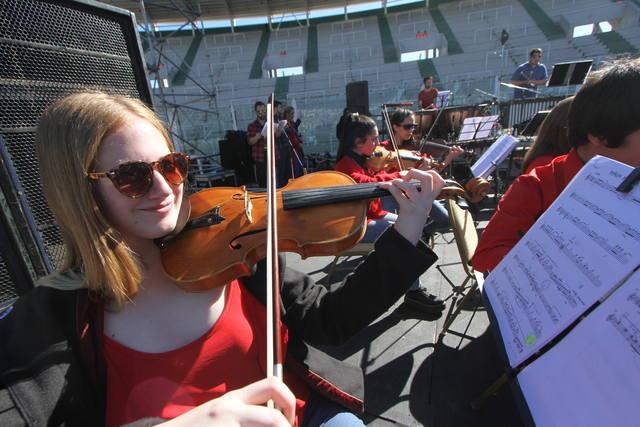 FOTO: Piñón Fijo y la Orquesta de El Libertador, un show distinto