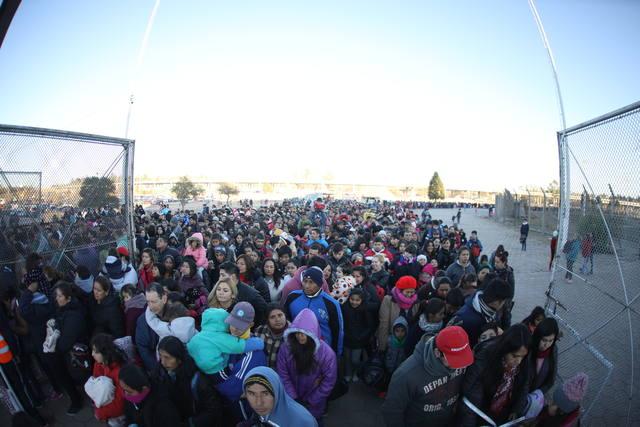FOTO: Cientos de personas en la plaza San Martín