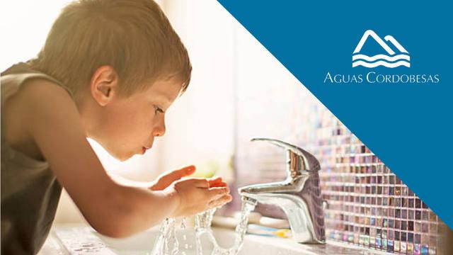 FOTO: 5 motivos para tomar agua de la canilla