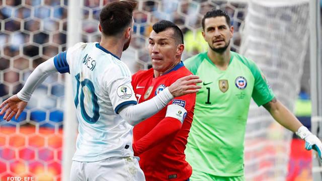 FOTO: La polémica expulsión de Messi y Gary Medel