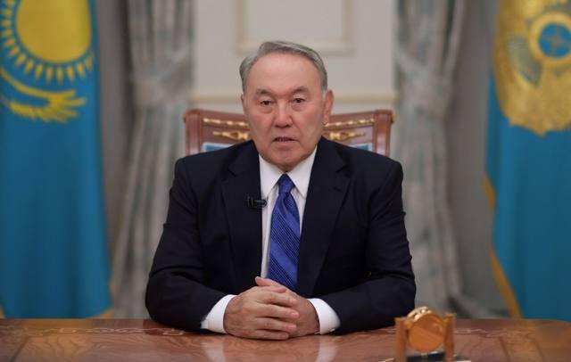 FOTO: 30 años no son nada: la renuncia del líder de Kazajistán