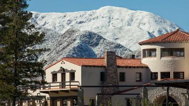 AUDIO: Conocé el Gran Hotel Potrerillos, emblema del paisaje andino